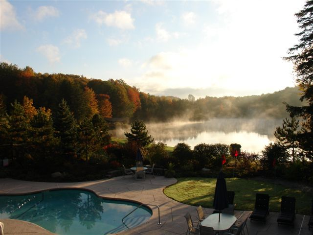 A pool and outdoor area at Beaver Hollow Conference Center